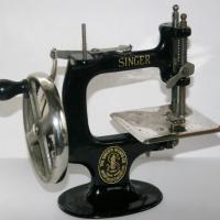 Το μυστήριο πίσω από την εφεύρεση της ραπτομηχανής.